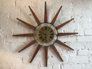 Super cool 1960's Atomic Starburst wall clock by Sniders - Made in Toronto, Canada - 50's - 70's - battery operated so no fussy cord hanging :) - perfect accent piece for a MCM home - sale pending