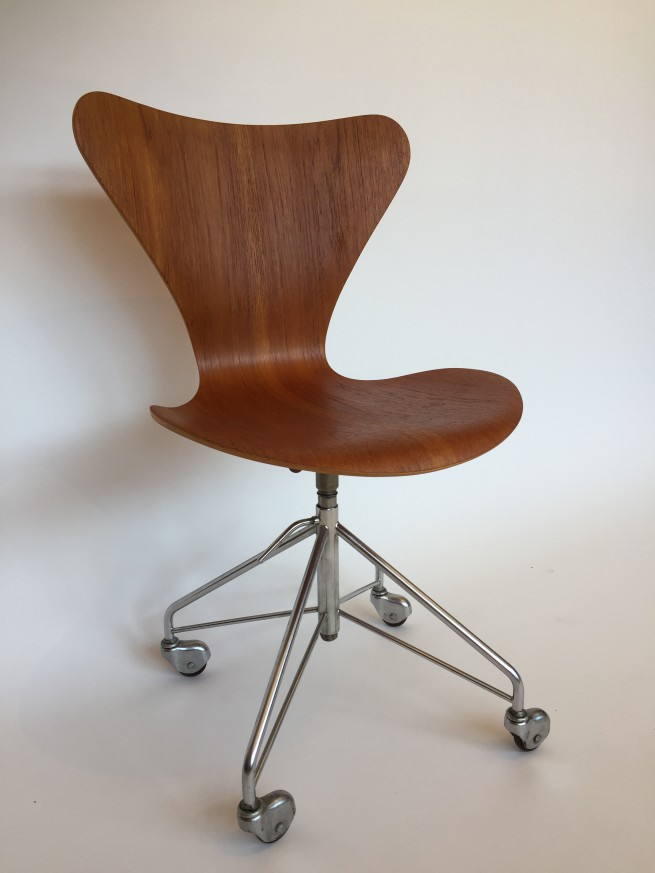 Newly re-finished Mid-century Modern Series 7 Arne Jacobsen for Fritz Hansen - Denmark - office chair - $1200