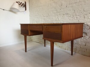 Fabulous and super sleek Mid-century Modern desk with unique lovely legs - has 5 drawers with solid wood front dovetails - - (SOLD)