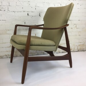 Gorgeous Scandinavian Modern 1950's lounge chair designed by Johannes Andersen - oh so sculptural - a chair you can be comfortable in and also looks good, oh and it won't break the bank - a win, win , win - this beauty has new foam in the seat and the frame has been refinished - :)