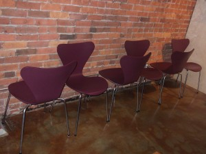 Gorgeous set of 6 Eggplant colored Vintage series 7 chairs designed by Arne Jacobsen - manufactured by Fritz Hansen (SOLD)
