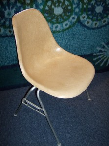 Original vintage Eames for Herman Miller fiberglass side chair on a stacking base - (SOLD)