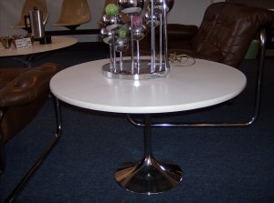 Fabulous vintage Saarinen style tulip end table -(SOLD)