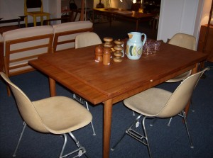 Fantastic 1960's teak dining table w/extendable leaves - small chip on one of the leaves - (SOLD)
