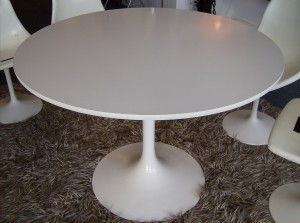 "Vintage 1960's Saarinen style tulip dining table - really nice condition/super clean - previous owner's kept such good care of this table - 41""diameter - (SOLD)"
