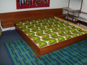 Fabulous Mid-century modern teak bed w/floating end tables - nice vintage condition - (SOLD)