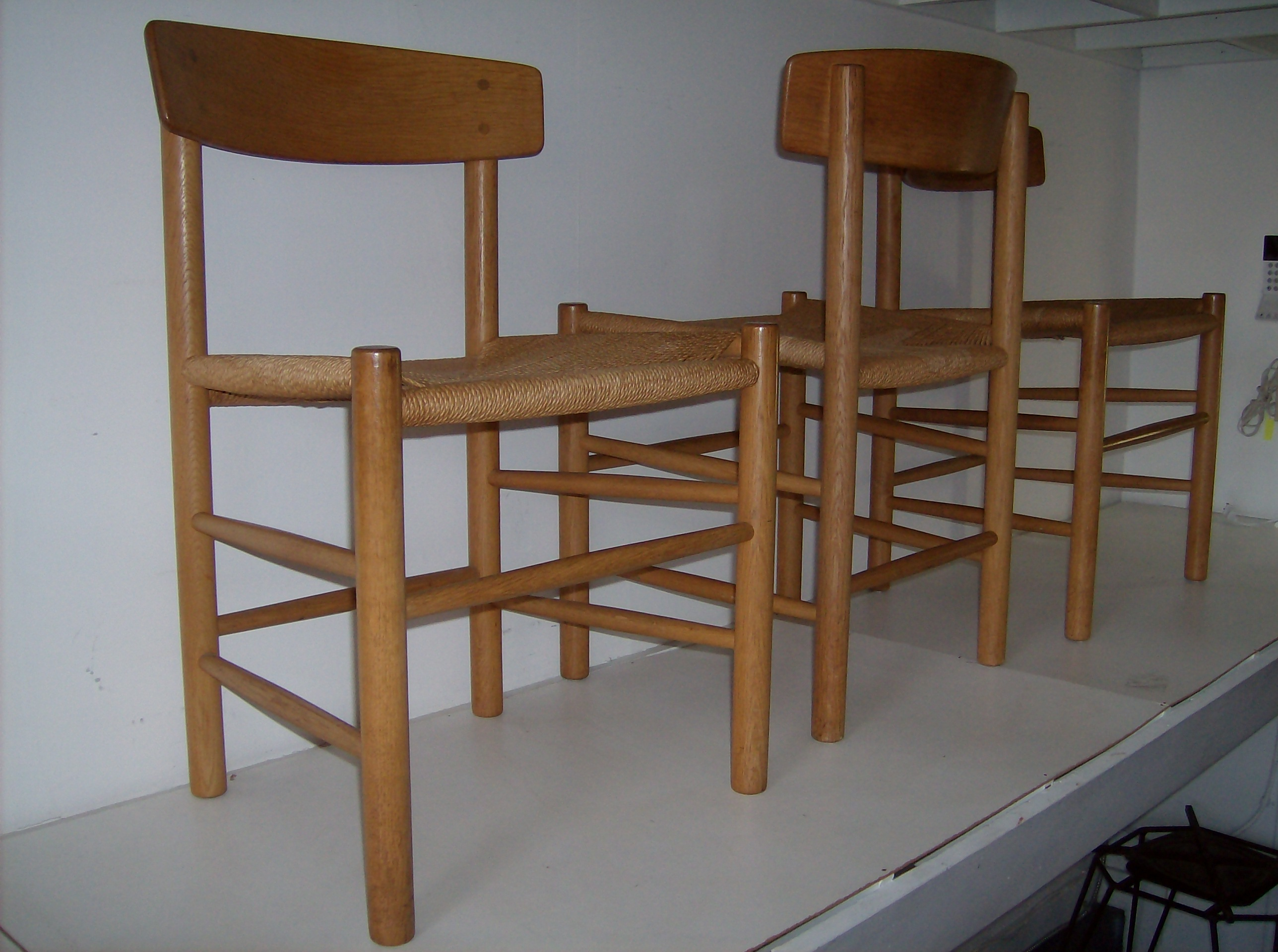 Modern shaker furniture - Gorgeous Set Of 3 Classic Danish Dining Chairs Known As The Shaker Chairs Model